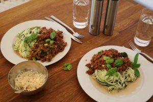 Kjøttdeig og spagetti med hele 5 ulike grønnsaker.