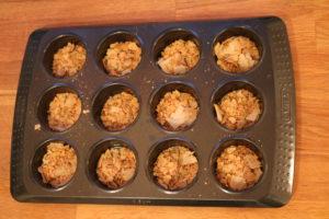 Parmasan, tacokrydder i muffinsbrett.