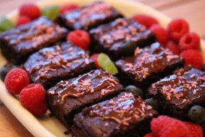 Nyt en saftig og deilig sjokoladekake