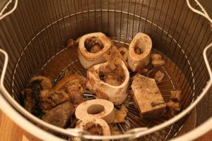 Bone broth - kjøttkraft - buljong - sånn ser den ut etter 48 timers koking