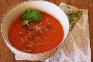 Tomatsuppe med bacon - en nydelig og sunn middag for både store og små :-)